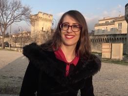 La jeune salope Tara se laisse aller à Avignon