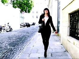 Cette femme expérimentée joue la salope avec une envie de sexe amateur